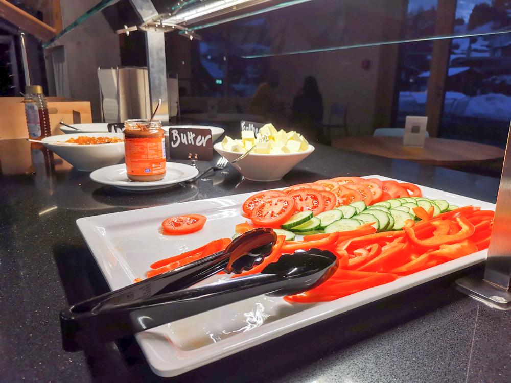 Winterweekend Laax wellnessHostel3000 Graubünden Schweiz frisches Gemüse Frühstücksbuffet