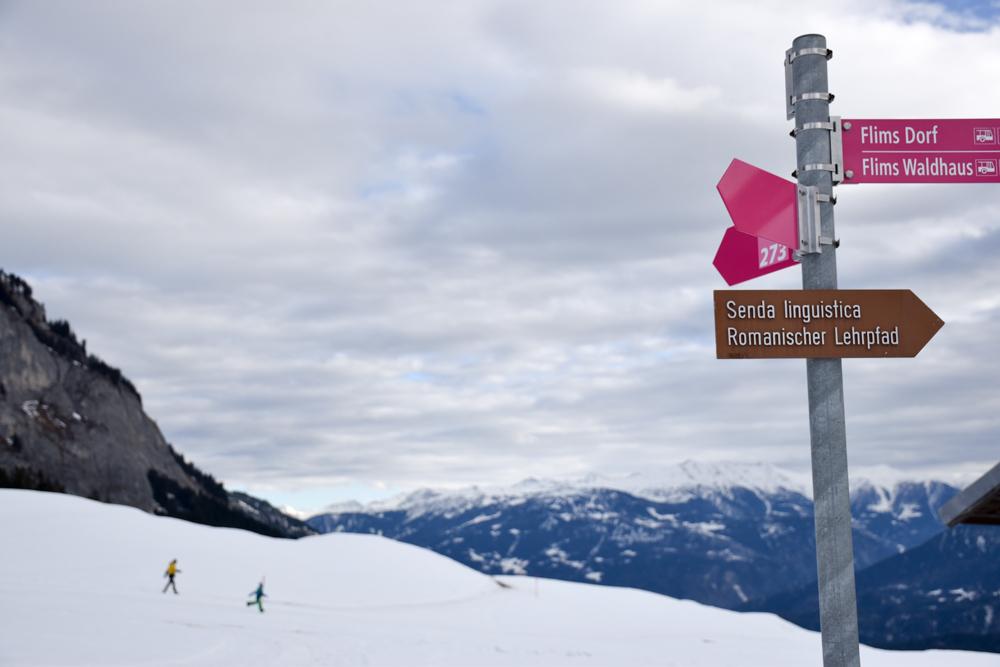 Winterweekend Laax wellnessHostel3000 Graubünden Schweiz Schild Romanischer Lehrpfad