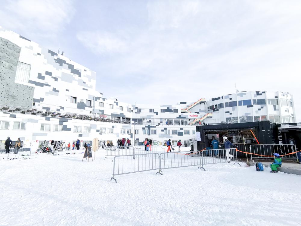 Winterweekend Laax wellnessHostel3000 Graubünden Schweiz Galaaxy mitten im Skigebiet