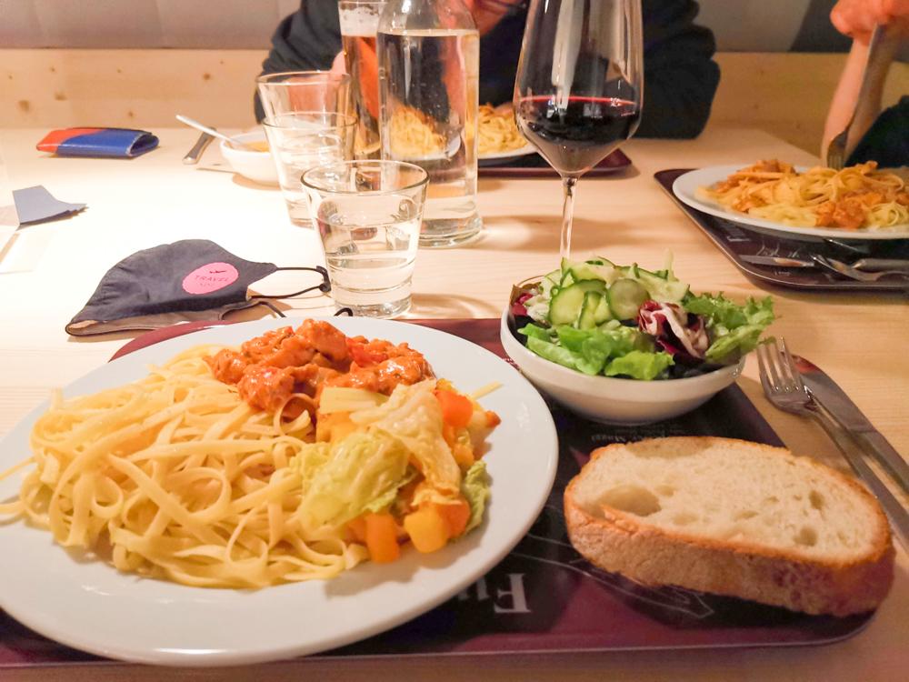 Winterweekend Laax wellnessHostel3000 Graubünden Schweiz Abendessen