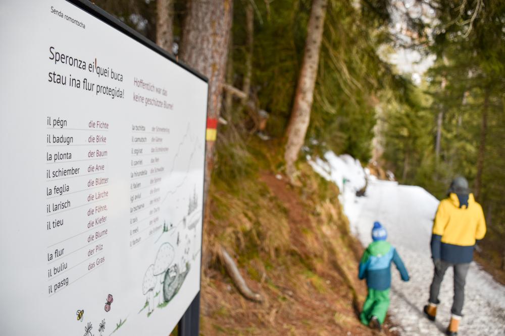 Winterweekend Laax wellnessHostel3000 Graubünden Schweiz familienfreundliche Wanderung romanischer Lehrpfad