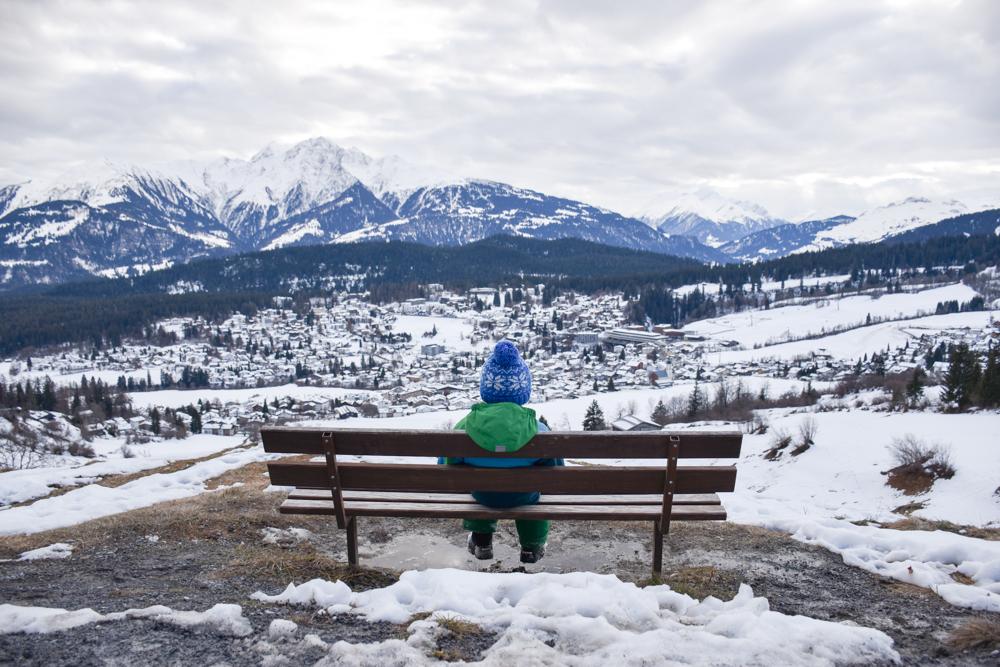 Winterweekend Laax wellnessHostel3000 Graubünden Schweiz Aussicht Romanisch-Lehrpfad