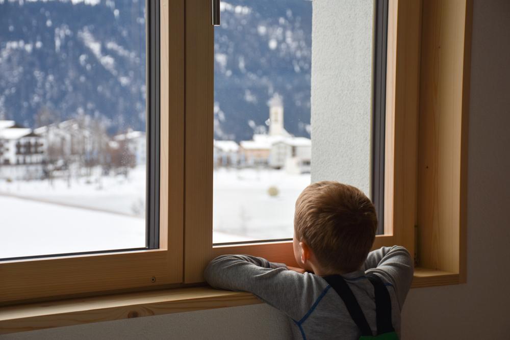 Winterweekend Laax wellnessHostel3000 Graubünden Schweiz Aussicht auf Laax vom Familienzimmer
