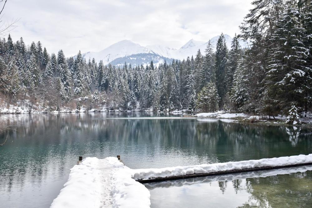Winterweekend Laax wellnessHostel3000 Graubünden Schweiz Winterwanderung Crestasee Trin