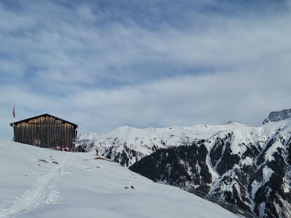 Ausflugstipp Winterwanderung Panoramaweg St. Antönien Pany Prättigau Graubünden Schweiz Bodähüttä mit wunderbarer Aussicht