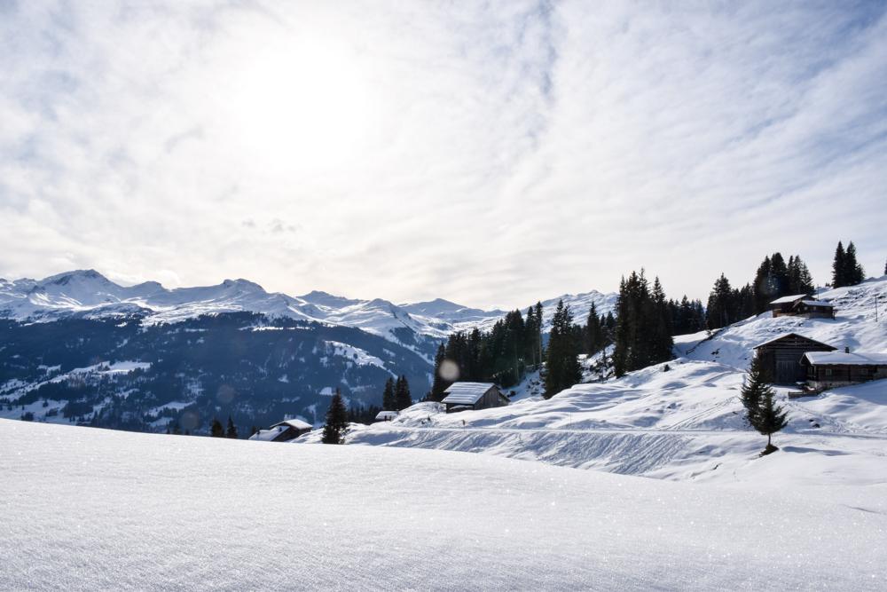 Ausflugstipp Winterwanderung Panoramaweg St. Antönien Pany Prättigau Graubünden Schweiz Weg führt vorbei an Maiensässen