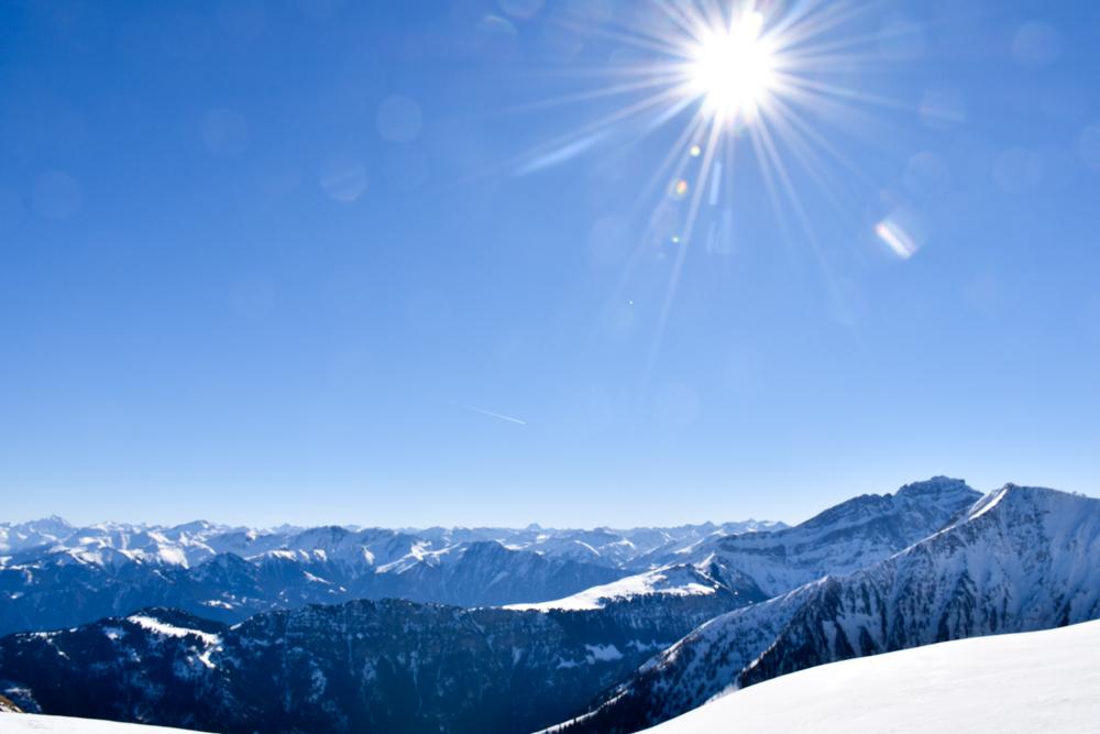 Pizol Panorama Höhenweg Winterwanderung Heidiland Schweiz Bergpanorama im Sonnenschein