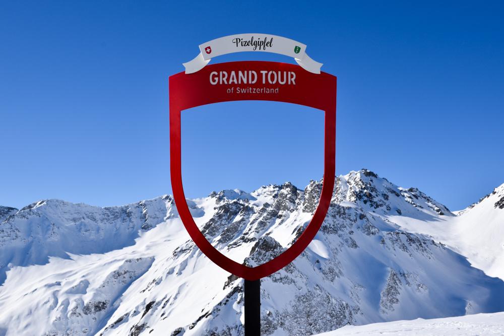 Pizol Panorama Höhenweg Winterwanderung Heidiland Schweiz Grand Tour of Switzerland Fotostop