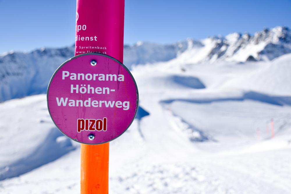 Pizol Panorama Höhenweg Winterwanderung Heidiland Schweiz Schild