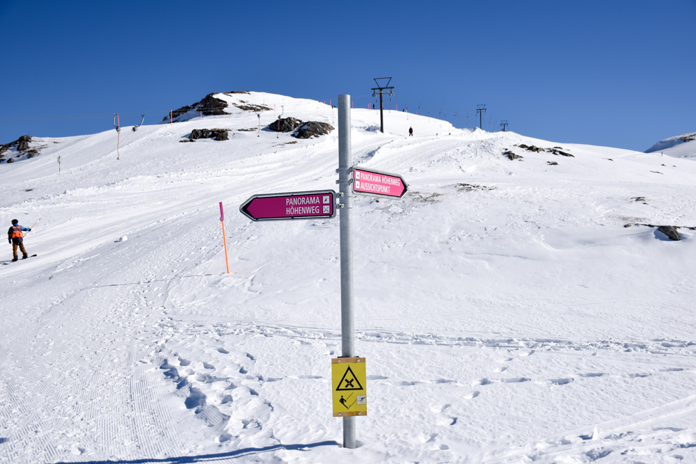 Pizol Panorama Höhenweg Winterwanderung Heidiland Schweiz Wegweiser