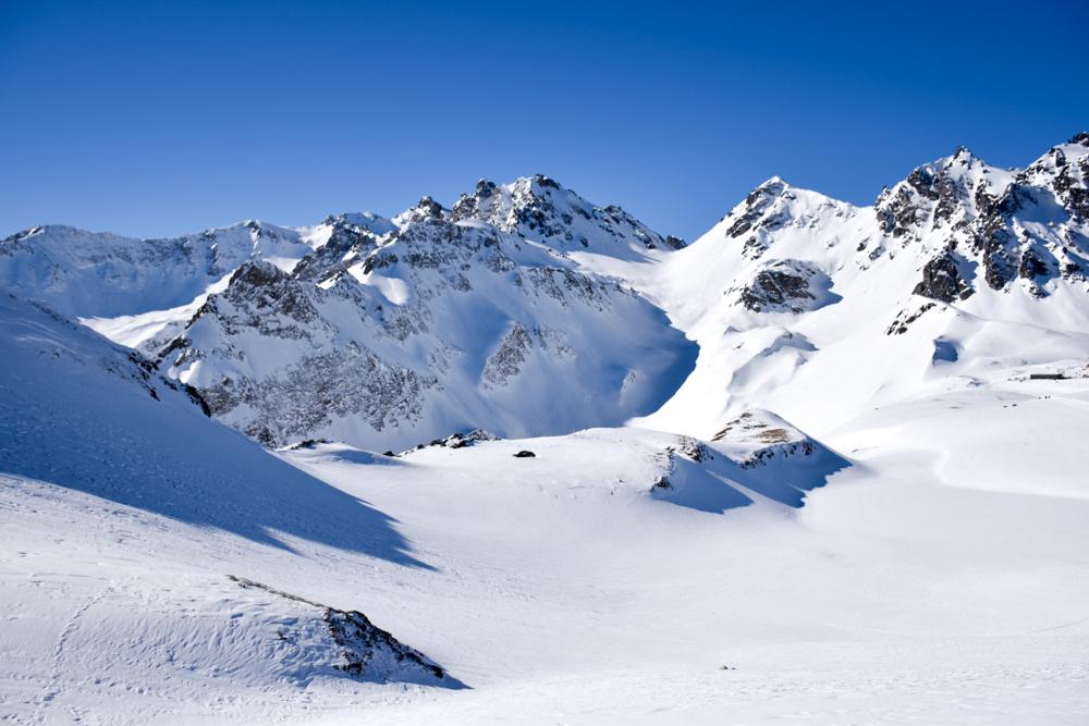 Pizol Panorama Höhenweg Winterwanderung Heidiland Schweiz beeindruckende Bergkulisse
