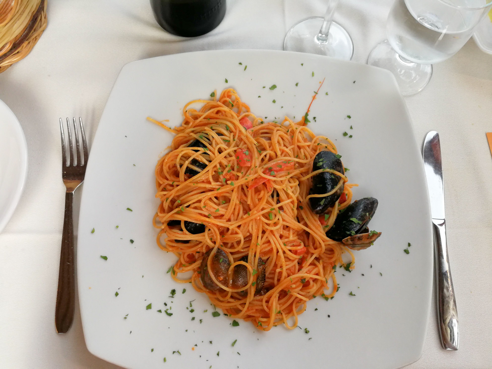 Sardinien Süden Reisetipps Highlights Unterkunft Restaurant Strand Pizza Crar'e Luna Spaghetti