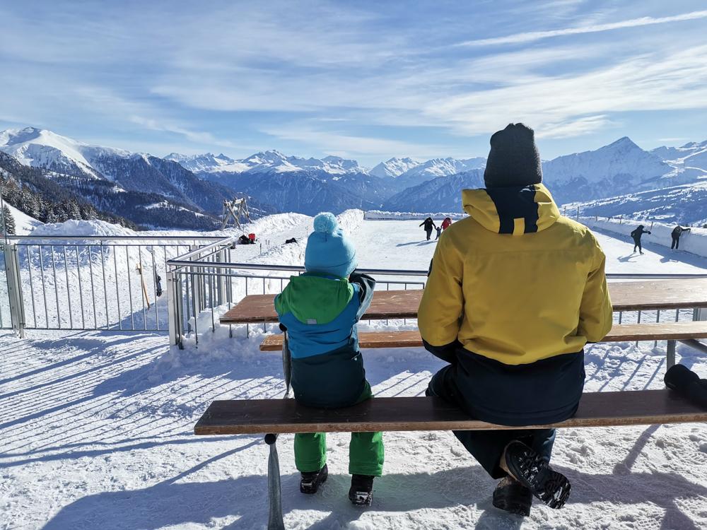 Winterwanderung Rundweg Feldis Viamala Graubünden Schweiz Mittagessen mit Aussicht Alp Raguta