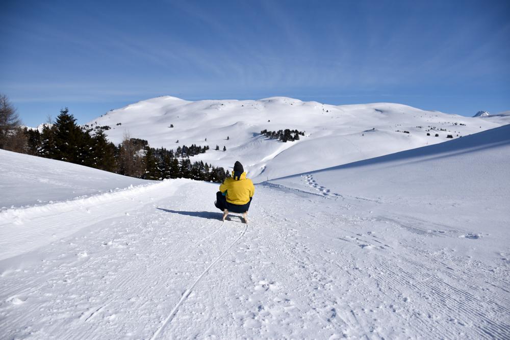 Winterwanderung Rundweg Feldis Viamala Graubünden Schweiz Schlitten fahren