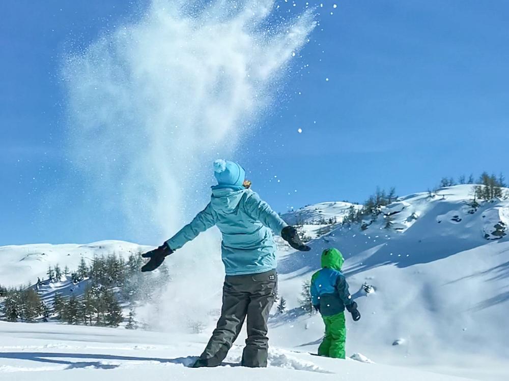 Winterwanderung Rundweg Feldis Viamala Graubünden Schweiz Spass im Schnee