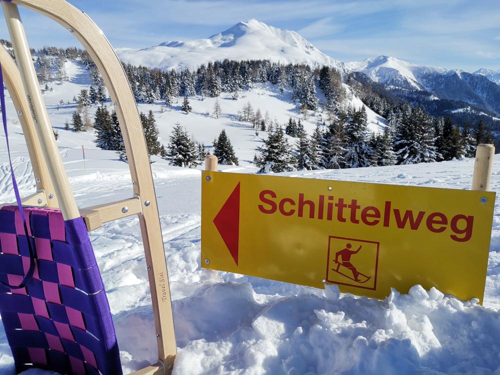 Winterwanderung Rundweg Feldis Viamala Graubünden Schweiz familienfreundlicher Schlittelweg