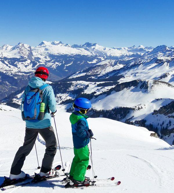 Familien-Skigebiet Stoos: Aussichtsreicher und spektakulärer Skitag in der Zentralschweiz
