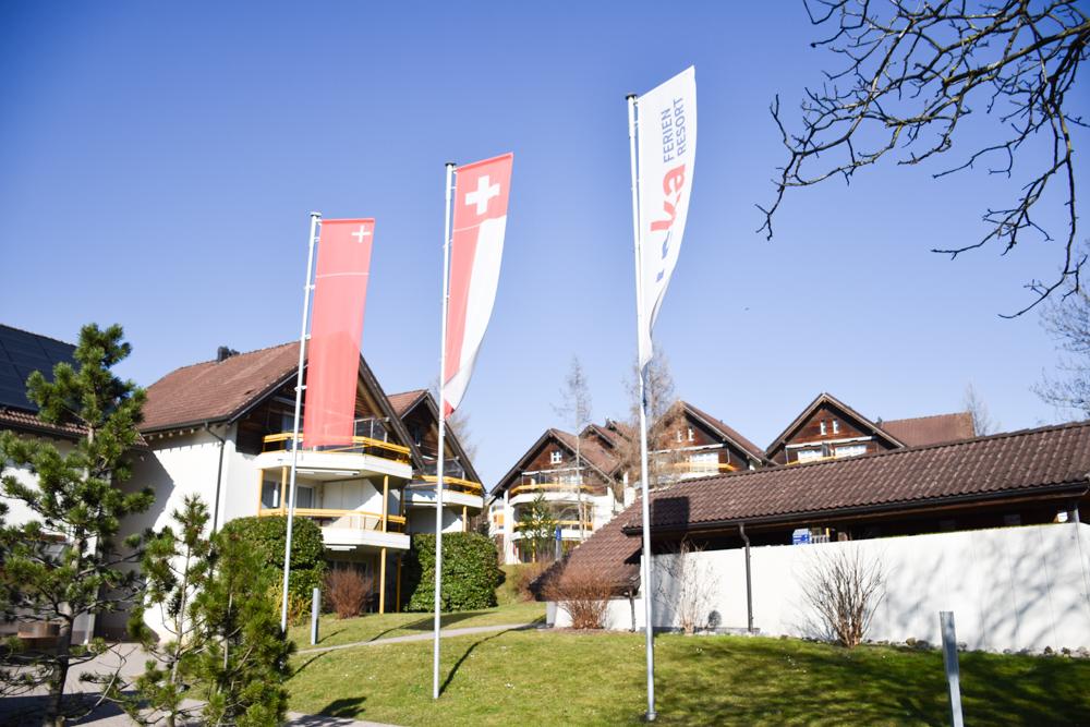 Unterkunft Reka-Ferienresort Swiss Holiday Park Morschach Schwyz Schweiz Fahnen