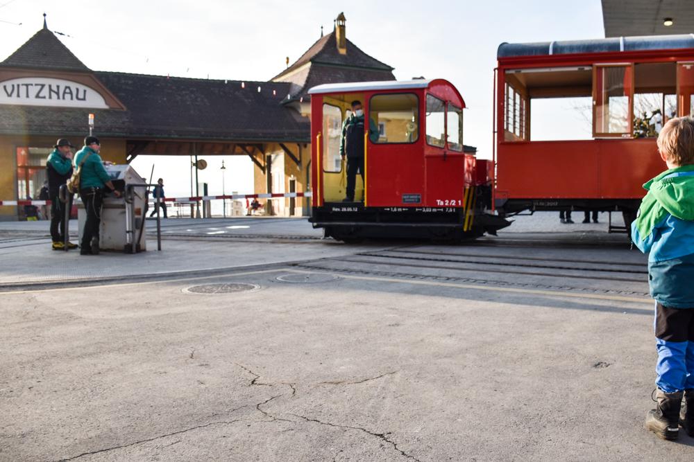 Winterwanderung Rigi Ausflug Familie Zentralschweiz Bahnhof Rigi-Bahn
