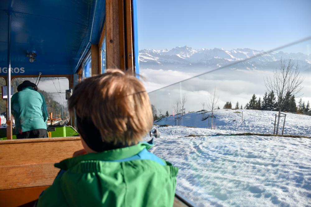 Winterwanderung Rigi Ausflug Familie Zentralschweiz Fahrt zurück ins Nebelmeer