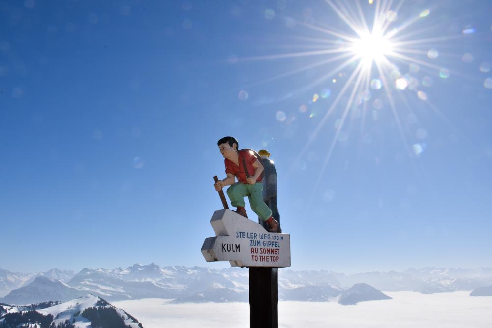 Winterwanderung Rigi Ausflug Familie Zentralschweiz Wegweiser Rigi Kulm