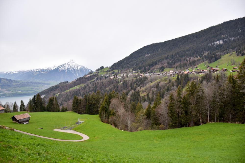 Interlaken Berner Oberland Schweiz mit Kind Blick auf Beatenberg