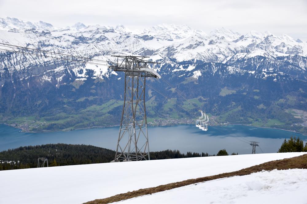 Interlaken Berner Oberland Schweiz mit Kind Gondelbahn Niederhorn mit Aussicht über die Berner Alpen