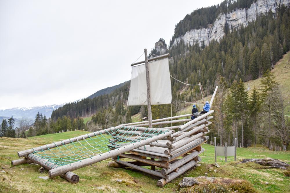 Interlaken Berner Oberland Schweiz mit Kind Piratenschiff Beatusweg
