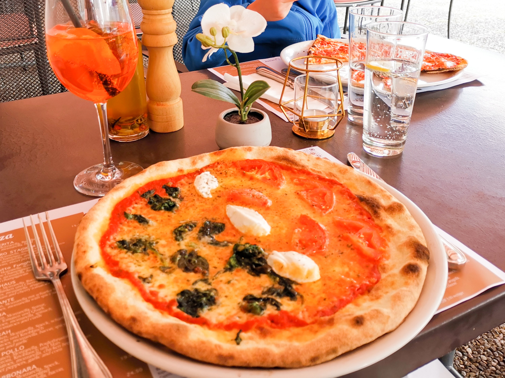 Interlaken Berner Oberland Schweiz mit Kind Pizza Restaurant Landhaus