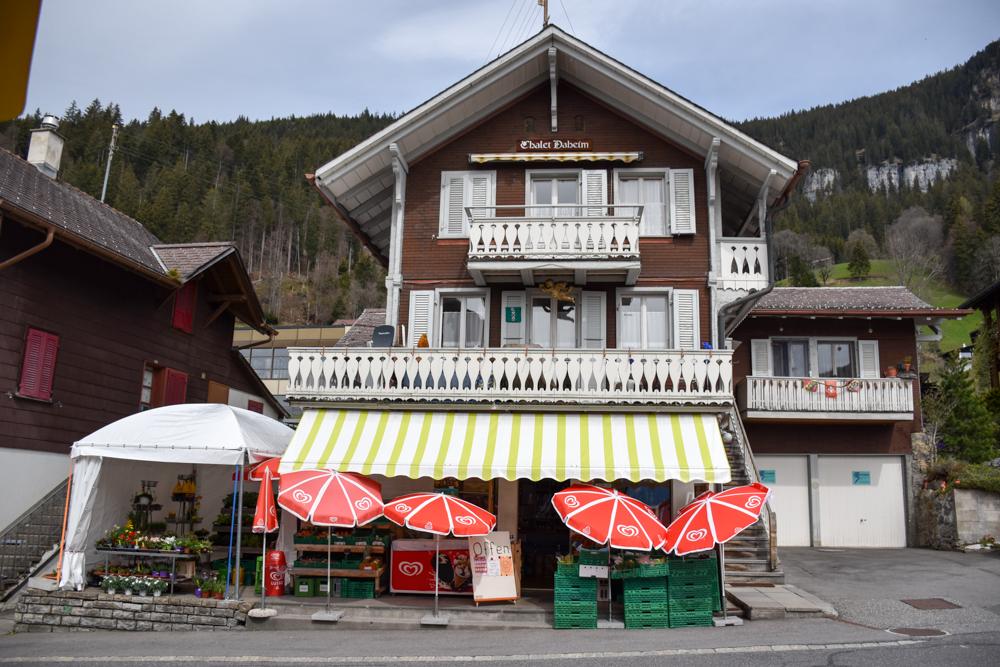 Interlaken Berner Oberland Schweiz mit Kind Supermarkt Beatenberg
