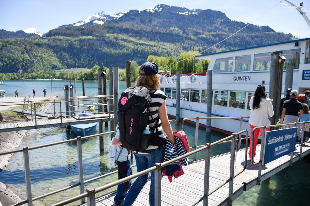 Spielerlebnis Walensee Heidiland Schweiz Schiff Einsteigen Weesen