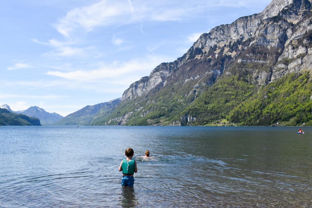 Spielerlebnis Walensee Heidiland Schweiz Schwimmen im Walensee