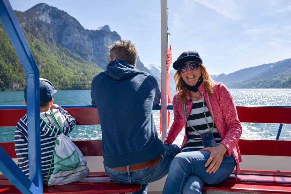 Spielerlebnis Walensee Heidiland Schweiz Travel Sisi Esther Mattle und Familie auf dem Schiff