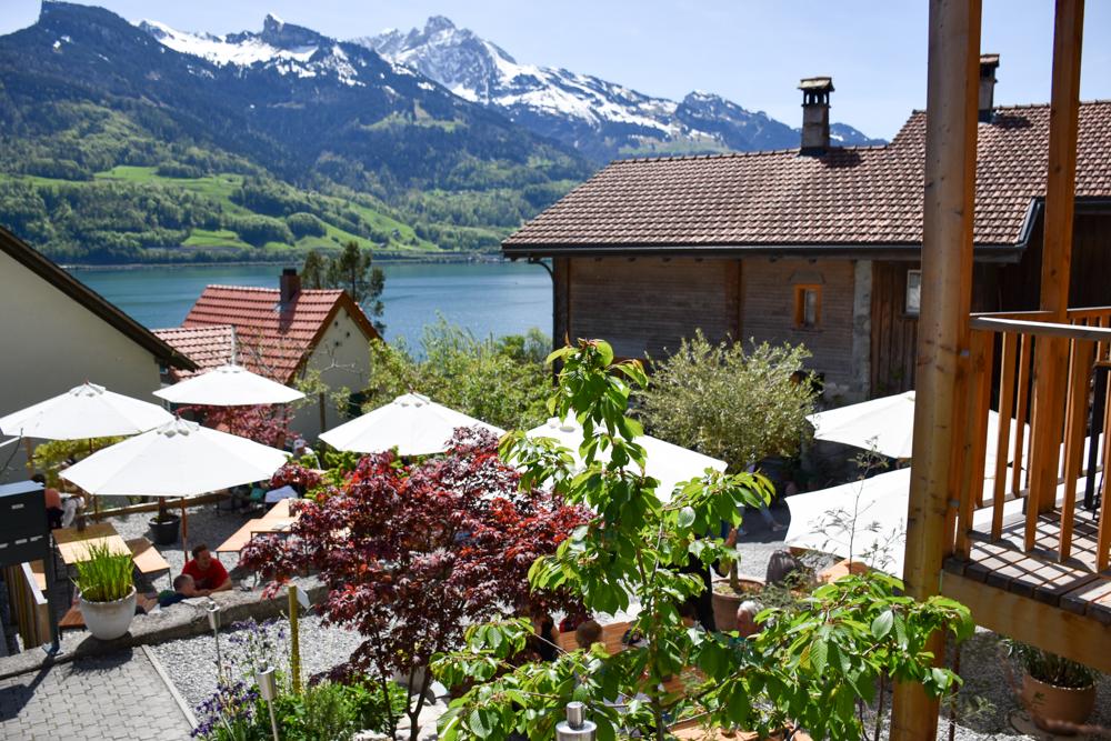 Spielerlebnis Walensee Heidiland Schweiz Tremondi Quinten mit Blick auf den See