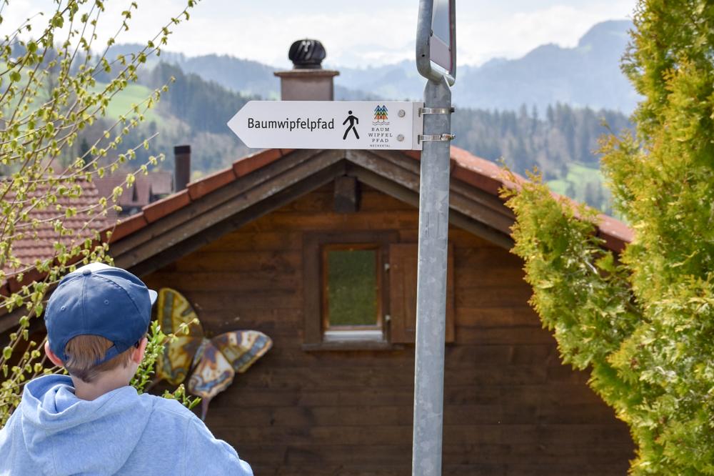 Ausflugstipp Ostschweiz Baumwipfelpfad Neckertal Maestranis Chocolarium Toggenburg Wegweiser