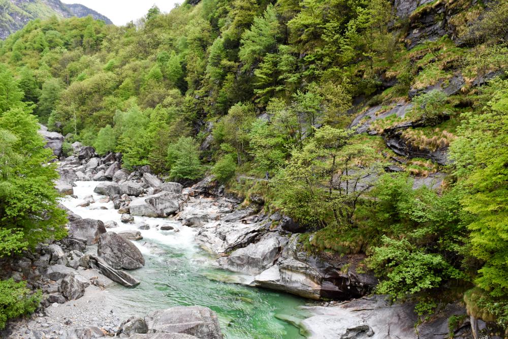 Ausflugstipp Tessin Kugelbahn Wanderung BoBosco Verzascatal Schweiz Fluss Verzasca