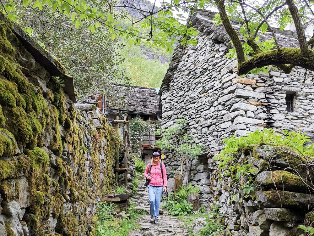 Ausflugstipp Tessin Kugelbahn Wanderung BoBosco Verzascatal Schweiz Travel Sisi Esther Mattle Rustici
