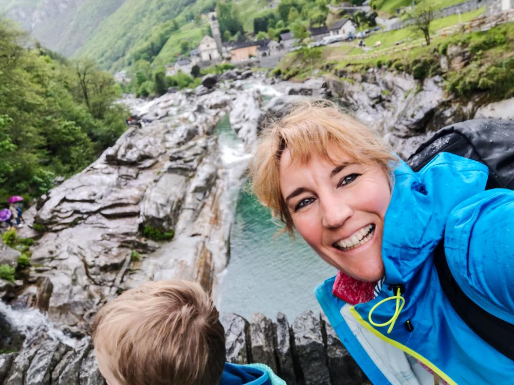 Ausflugstipp Tessin Kugelbahn Wanderung BoBosco Verzascatal Schweiz Travel Sisi und kleiner Globetrotter Brücke Lavertezzo