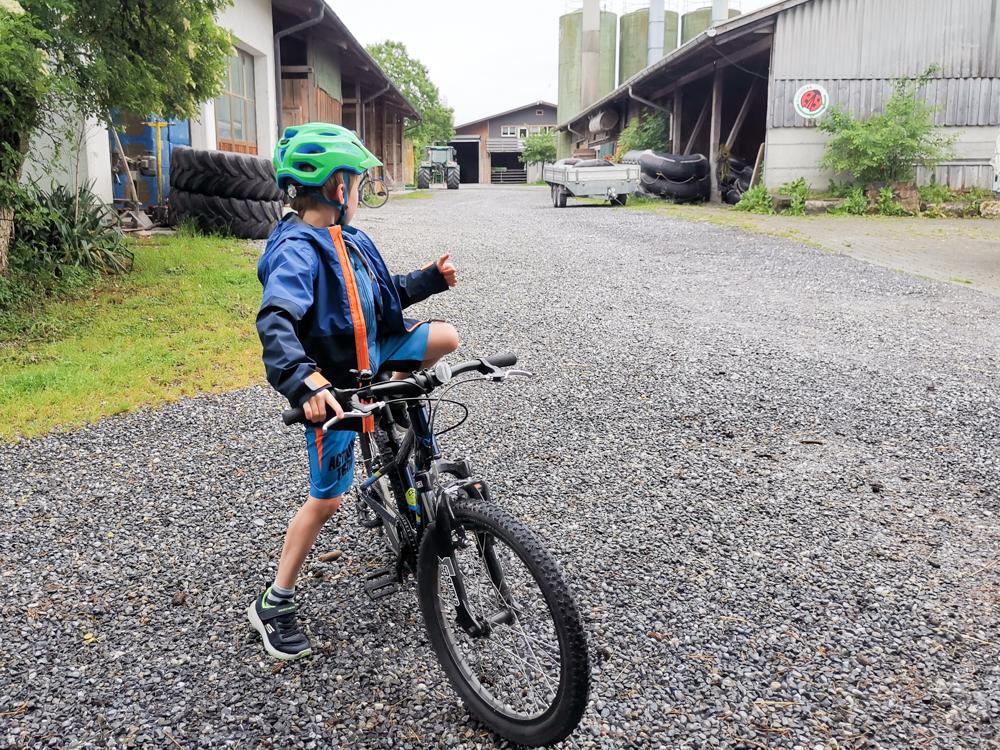 Familienroute Bodensee Rhein Bad Ragaz bis Schaffhausen Fahrradtour Schweiz Abfahrt Bauernhof Steigmatt Montlingen