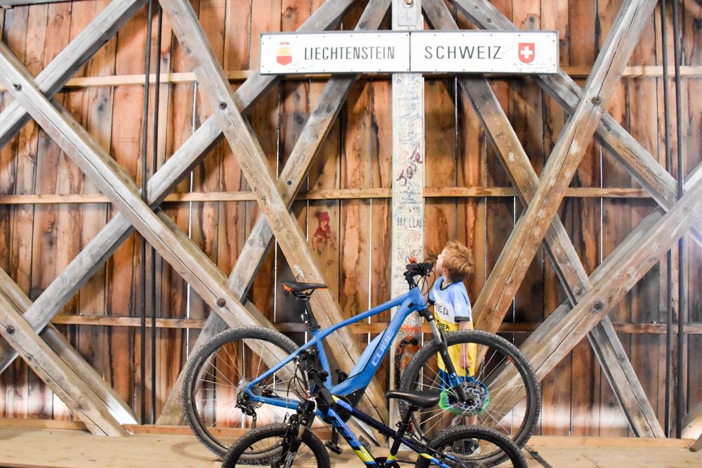 Familienroute Bodensee Rhein Bad Ragaz bis Schaffhausen Fahrradtour Schweiz Alte Rheinbrücke Vaduz Sevelen