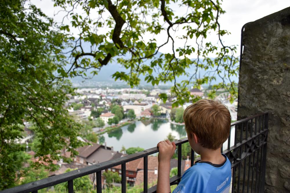 Familienroute Bodensee Rhein Bad Ragaz bis Schaffhausen Fahrradtour Schweiz Aussicht Schloss Werdenberg