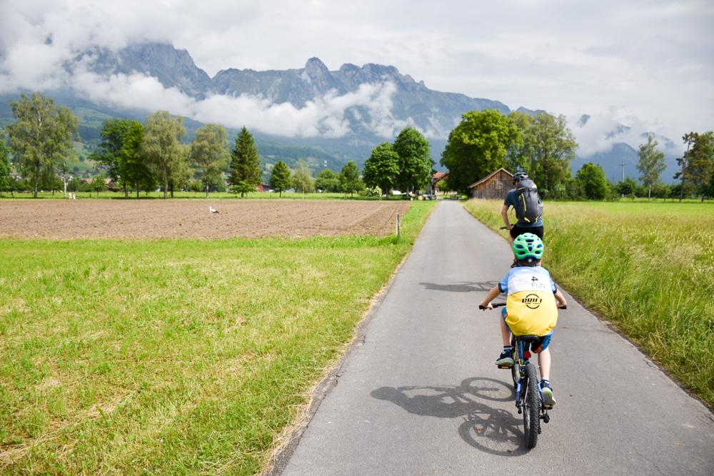 Familienroute Bodensee Rhein Bad Ragaz bis Schaffhausen Fahrradtour Schweiz Etappe zwei Route durch das Rheintal