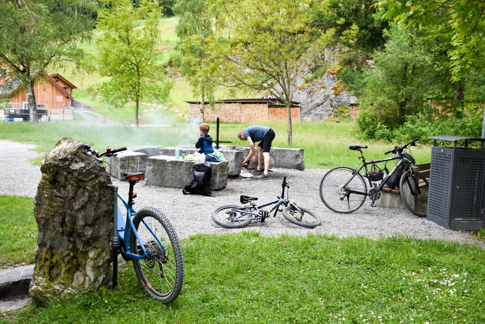 Familienroute Bodensee Rhein Bad Ragaz bis Schaffhausen Fahrradtour Schweiz Feuerstelle Wichenstein Oberriet