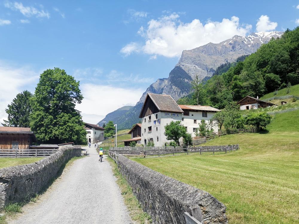 Familienroute Bodensee Rhein Bad Ragaz bis Schaffhausen Fahrradtour Schweiz Heididorf Maienfeld
