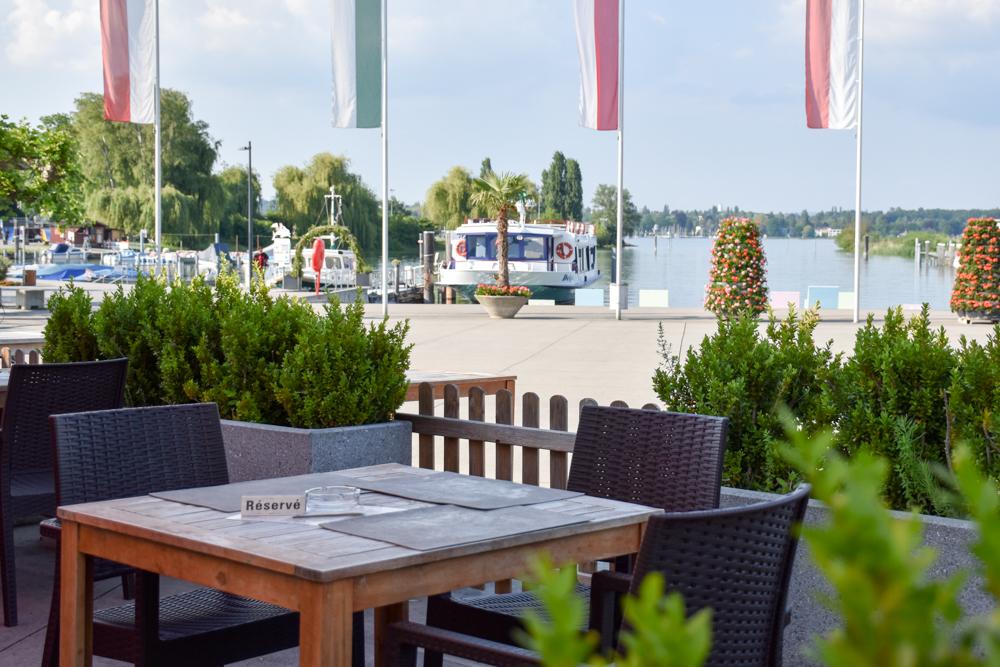 Familienroute Bodensee Rhein Bad Ragaz bis Schaffhausen Fahrradtour Schweiz Restaurant Alti Badi Kreuzlingen am Seeufer
