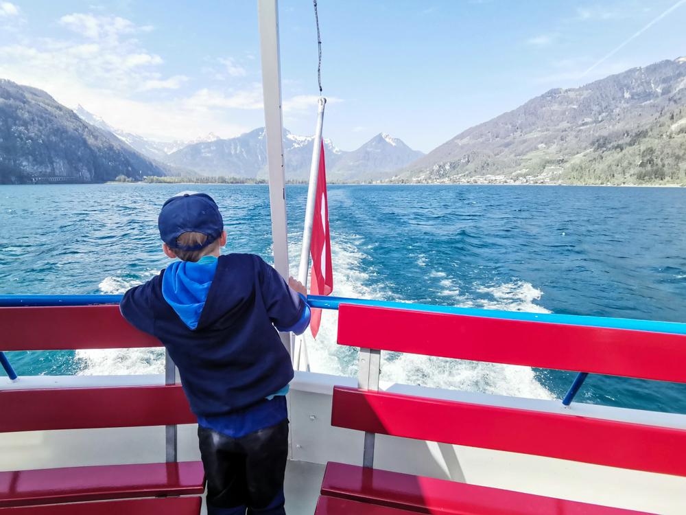 Themenwanderung Walensee Betlis Schweiz Amdo Mungg und Walis Schatz Schifffahrt mit Kind am Walensee