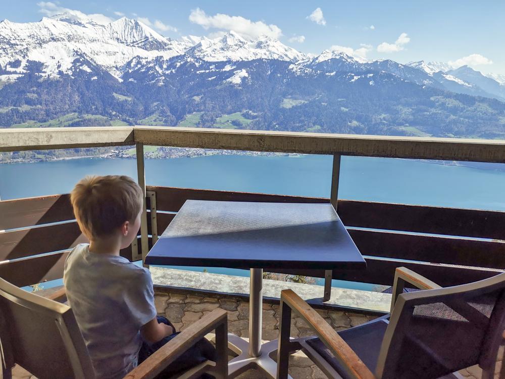 Unterkunftstipp Hotel Dorint Blüemlisalp Beatenberg Interlaken Schweiz Aussicht vom Balkon auf Berner Alpenpanorama und Thunersee
