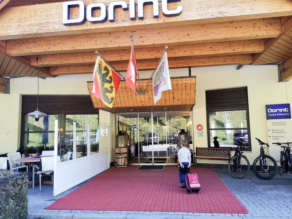 Unterkunftstipp Hotel Dorint Blüemlisalp Beatenberg Interlaken Schweiz Eingang