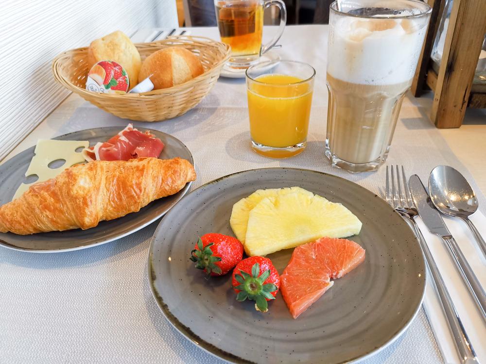 Unterkunftstipp Hotel Dorint Blüemlisalp Beatenberg Interlaken Schweiz Frühstück