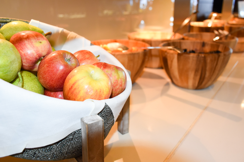 Unterkunftstipp Hotel Dorint Blüemlisalp Beatenberg Interlaken Schweiz Frühstücksbuffet Äpfel